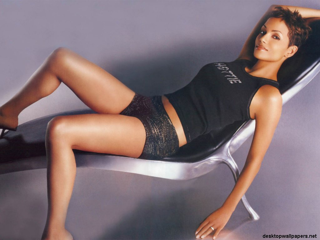 [Jeu] Hot or not? Halle%20berry%2002